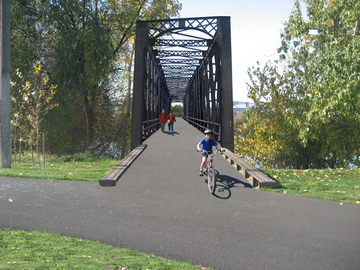 Iron_bridge_eastside_view
